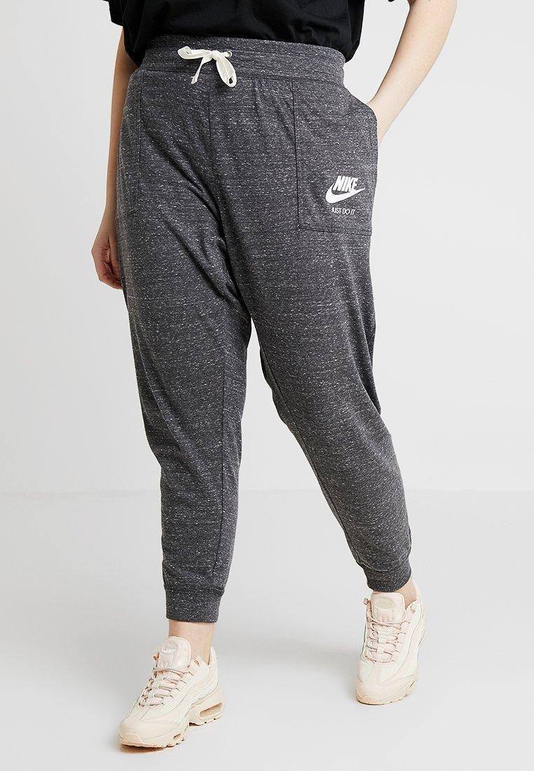 Nike Sportswear - GYM PANT PLUS - Træningsbukser - anthracite