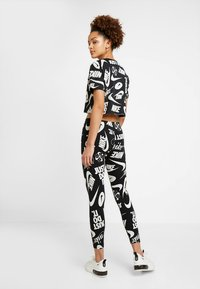 Nike Sportswear - LOGOS - Leggings - black/white - 2