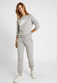 Nike Sportswear - Joggebukse - grey heather/white - 1