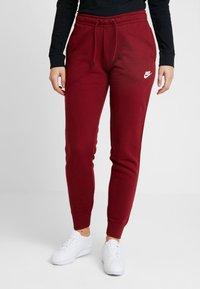 Nike Sportswear - Teplákové kalhoty - team red/white - 0