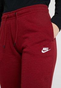 Nike Sportswear - Teplákové kalhoty - team red/white - 5
