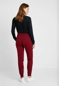 Nike Sportswear - Teplákové kalhoty - team red/white - 3
