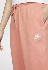 Nike Sportswear - Spodnie treningowe - pink quartz/white - 3