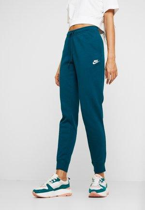 W NSW ESSNTL PANT REG FLC - Pantaloni sportivi - midnight turq/white