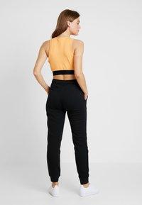 Nike Sportswear - W NSW ESSNTL PANT REG FLC - Jogginghose - black/white - 2