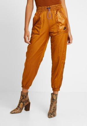 PANT CARGO REBEL - Pantalon de survêtement - burnt sienna/black