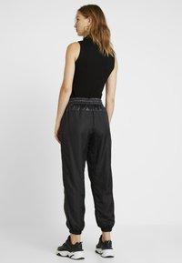 Nike Sportswear - PANT CARGO REBEL - Træningsbukser - black/white - 2