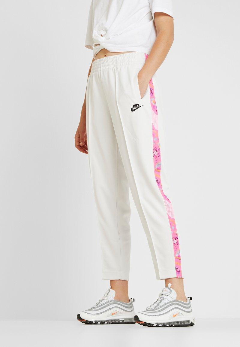 Nike Sportswear - PANT - Verryttelyhousut - phantom