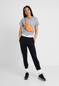 Nike Sportswear - AIR PANT - Pantalon de survêtement - black/birch heather/white - 1