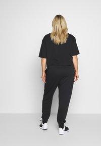 Nike Sportswear - PANT PLUS - Joggebukse - black/(white) - 2