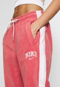 Nike Sportswear - Træningsbukser - light redwood - 5