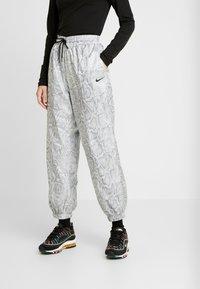 Nike Sportswear - PANT - Träningsbyxor - white/black - 0
