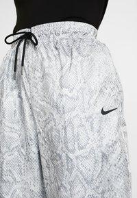 Nike Sportswear - PANT - Träningsbyxor - white/black - 5