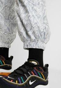 Nike Sportswear - PANT - Tracksuit bottoms - white/black - 3