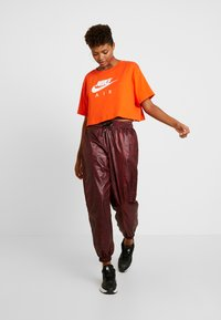 Nike Sportswear - PANT - Teplákové kalhoty - team red/black - 2