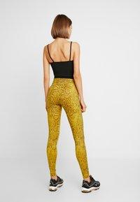 Nike Sportswear - Legging - speed yellow/black - 2