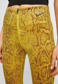 Nike Sportswear - Legging - speed yellow/black - 4