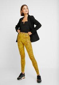 Nike Sportswear - Legging - speed yellow/black - 1