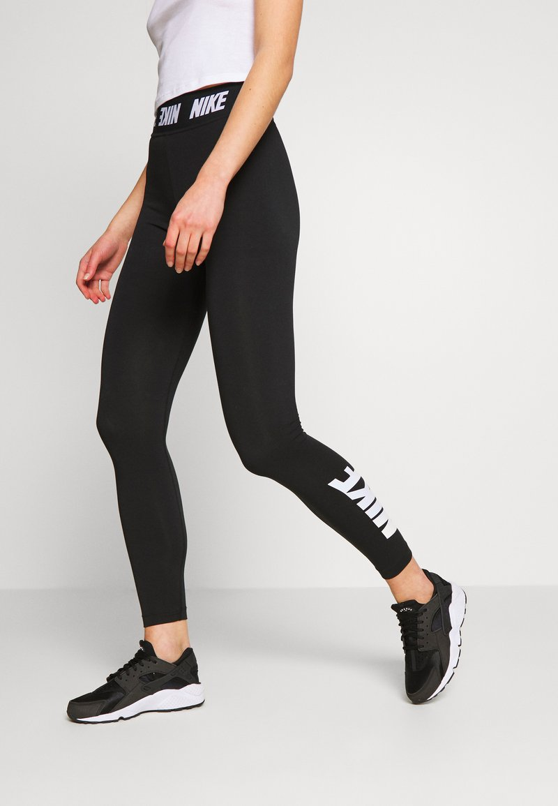 Nike Sportswear - CLUB  - Legginsy - black/white