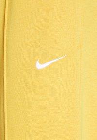 Nike Sportswear - W NSW PANT FLC TREND - Tracksuit bottoms - pollen rise - 2