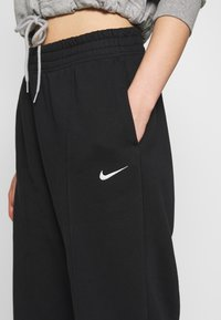 Nike Sportswear - PANT TREND - Spodnie treningowe - black/white - 4