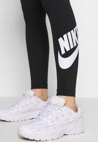 Nike Sportswear - LEGASEE FUTURA - Legging - black/white - 4