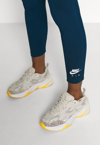 Nike Sportswear - Leggings - Trousers - valerian blue/ice silver - 4