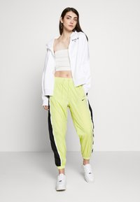 Nike Sportswear - PANT PIPING - Kalhoty - limelight/black