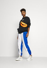 Nike Sportswear - W NSW ICN CLSH PANT MIXED OS - Tracksuit bottoms - birch heather - 1