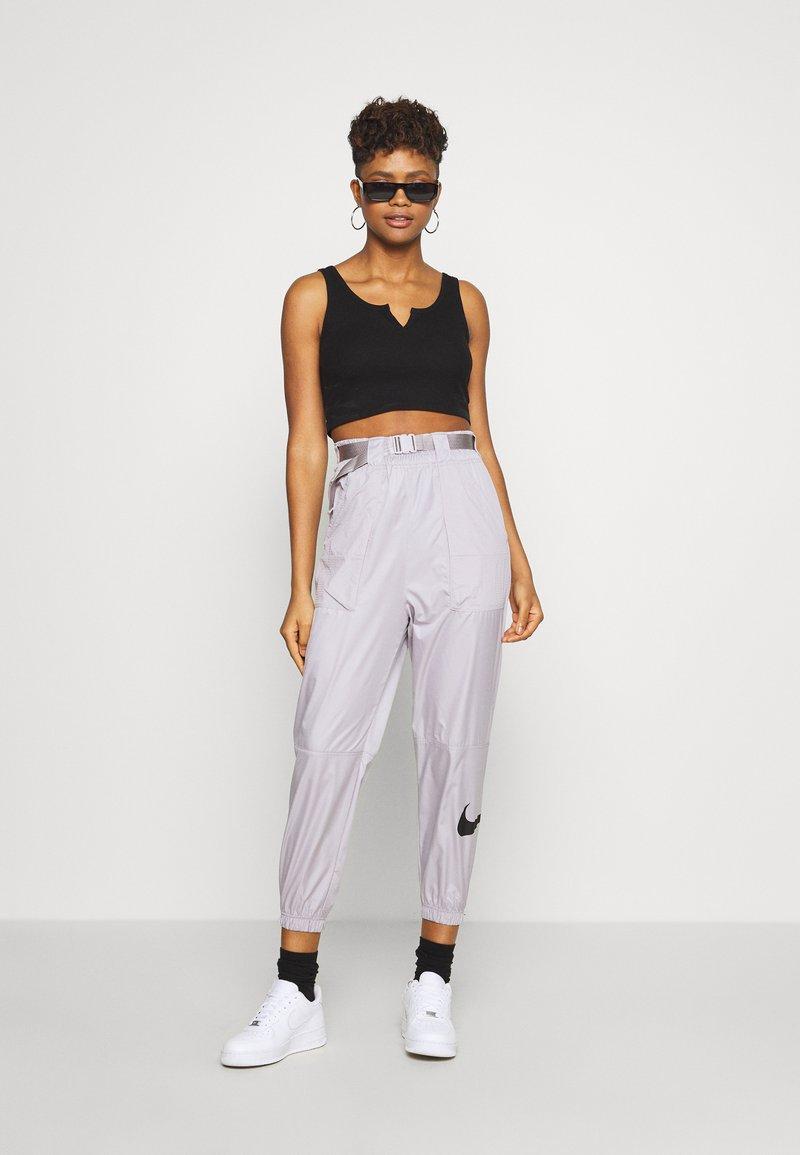 Nike Sportswear PANT - Joggebukse - silver/lilac/black