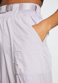 Nike Sportswear - PANT - Teplákové kalhoty - silver/lilac/black - 5