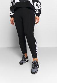 Nike Sportswear - CLUB PLUS - Legginsy - black/white - 0