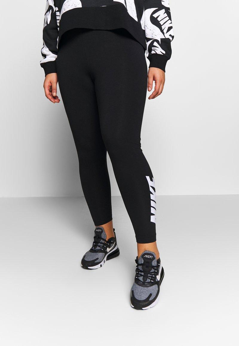 Nike Sportswear - CLUB PLUS - Legginsy - black/white