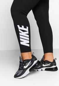 Nike Sportswear - CLUB PLUS - Legginsy - black/white - 5