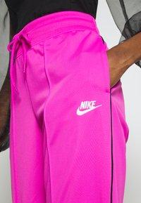 Nike Sportswear - Teplákové kalhoty - fire pink/black - 3