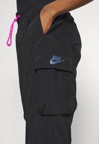 Nike Sportswear - W NSW ICN CLSH PANT WVN - Tracksuit bottoms - black/fire pink - 3