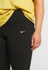 Nike Sportswear - LEGASEE KNEE PLUS - Shorts - black/white - 4
