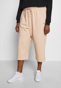 Nike Sportswear - CAPRI - Pantaloni sportivi - shimmer - 0
