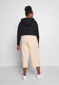 Nike Sportswear - CAPRI - Pantaloni sportivi - shimmer - 2