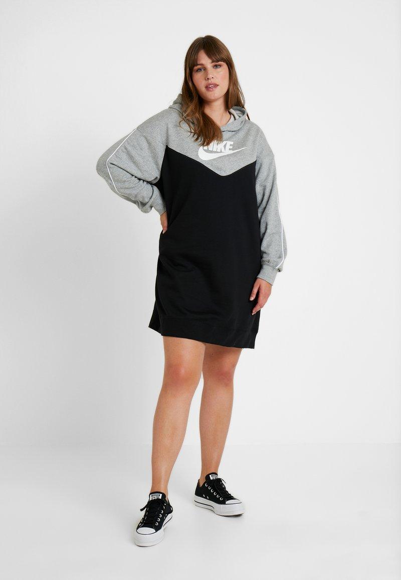 Nike Sportswear - HOODY - Vapaa-ajan mekko - black/grey heather/white