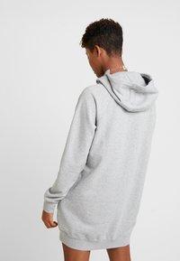 Nike Sportswear - W NSW ESSNTL FLC  - Vestito di maglina - grey heather/white - 2