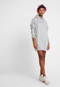 Nike Sportswear - W NSW ESSNTL FLC  - Vestito di maglina - grey heather/white - 1