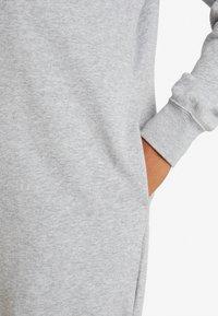 Nike Sportswear - W NSW ESSNTL FLC  - Vestito di maglina - grey heather/white - 5