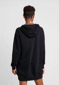 Nike Sportswear - W NSW ESSNTL FLC  - Sukienka z dżerseju - black - 2