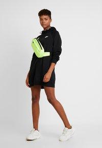 Nike Sportswear - W NSW ESSNTL FLC  - Sukienka z dżerseju - black - 1
