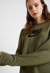 Nike Sportswear - AIR CREW  - Denní šaty - medium olive - 3