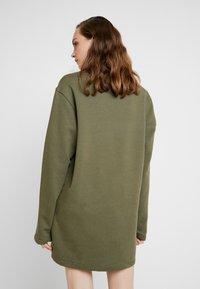 Nike Sportswear - AIR CREW  - Denní šaty - medium olive - 2