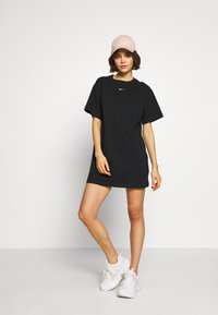 Nike Sportswear - W NSW ESSNTL DRESS - Sukienka z dżerseju - black/white - 1