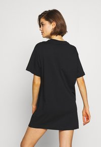 Nike Sportswear - W NSW ESSNTL DRESS - Sukienka z dżerseju - black/white - 2
