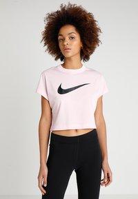 Nike Sportswear - CROP - T-shirts med print - pink foam/black - 0